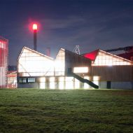 Night-time picture of the illuminated power plant building at Erlenhof