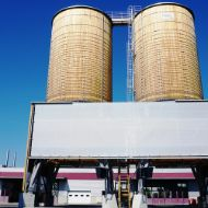 Complete facility in Domdidier (Switzerland) consisting of brine technology, an automatic system and two round timber silos connected by a roof platform