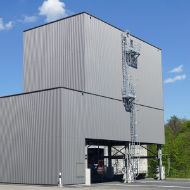 Light grey, architectural 450 m³ modular silo with steel ladder, at a maintenance depot