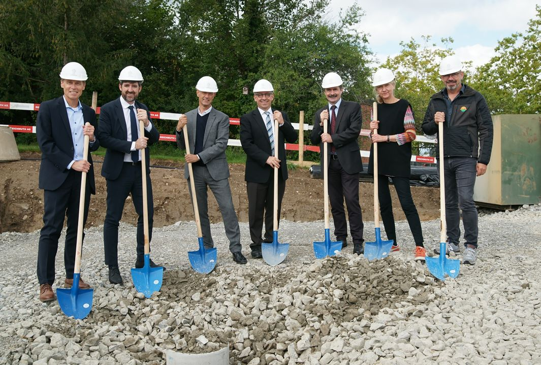Groundbreaking ceremony on 7 September 2020 with Ueli Voegeli (Strickhof Director), Philipp Kutter (Mayor of Wädenswil), Daniel Baumann (Canton of Zurich Building Department), Jean-Marc Piveteau (President of ZHAW), Urs Hilber (Dean of the School of Life Sciences and Facility Management at ZHAW), Sibylle Bucher (Architect) and Migga Hug (General Contractor, Blumer-Lehmann AG).