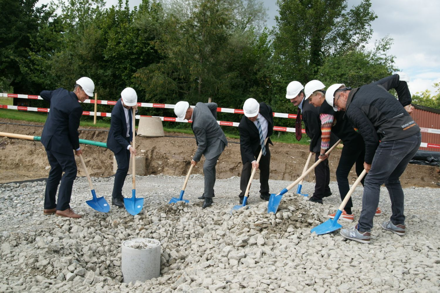 Groundbreaking ceremony on site on 7 September 2020 with Ueli Voegeli (Strickhof Director), Philipp Kutter (Mayor of Wädenswil), Daniel Baumann (Canton of Zurich Building Department), Jean-Marc Piveteau (President of ZHAW), Urs Hilber (Dean of the School of Life Sciences and Facility Management at ZHAW), Sibylle Bucher (Architect) and Migga Hug (General Contractor, Blumer-Lehmann AG).