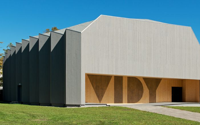 The special construction of the Théâtre de Vidy in Lausanne evokes a work of origami in wood