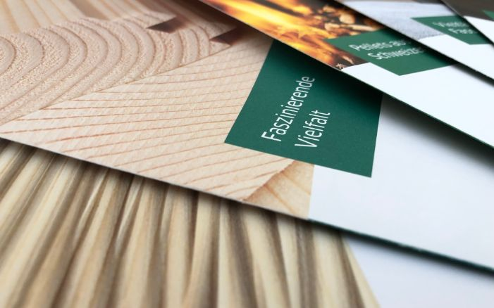 Close-up of a pile of brochures for the Lehmann wood processing plant